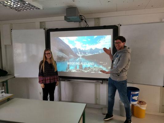 Johanna Weihkopf und Benjamin Zink berichten über die Wege ins Ausland nach  dem Abitur