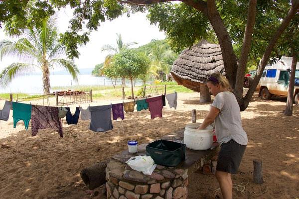 ...und die Nicky am Wäsche waschen