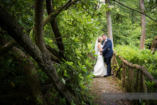 27-woolhanger-manor-wedding-photography-north-devon-bride-groom-kiss