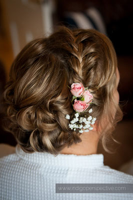 4-woolacombe-barricane-beach-wedding-north-devon-bride-hair-preparations