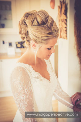 7-tipi-wedding-photography-north-devon-bride-prep-hair-dress