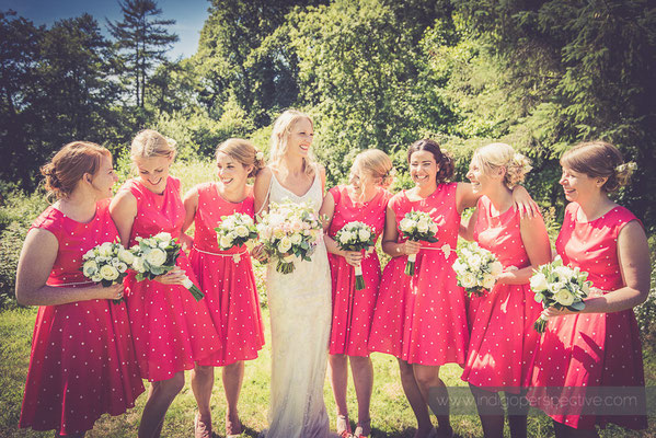 23-westcott-barton-wedding-photography-north-devon-bride-bridesmaids-garden
