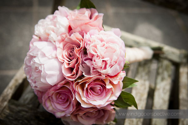 5-weirmarsh-farm-wedding-north-devon-bridal-flowers
