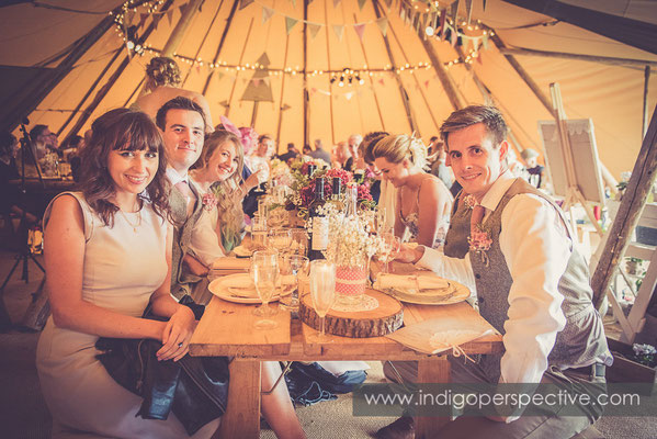 54-tipi-wedding-photography-north-devon-table-group