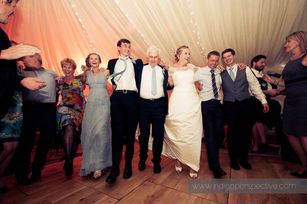 70-woolacombe-barricane-beach-wedding-north-devon-family-russian-dancing