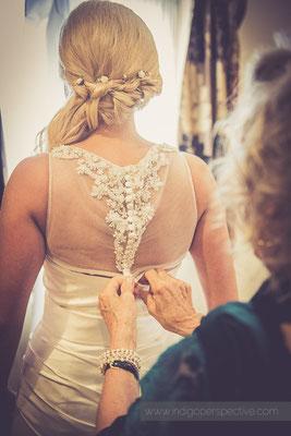 18-ocean-kave-wedding-photography-north-devon-bride-dress