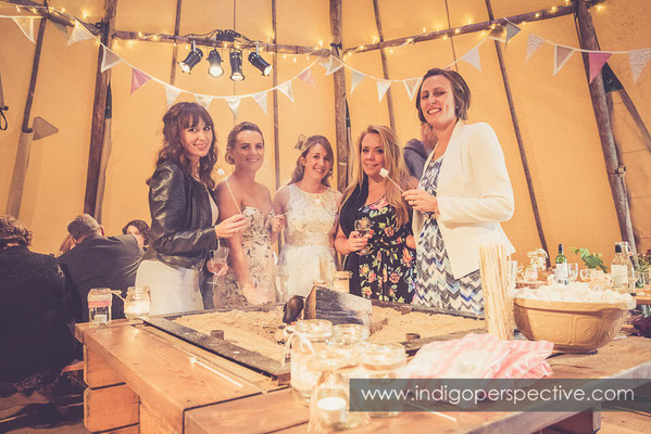 73-tipi-wedding-photography-north-devon-marshmallows-fire