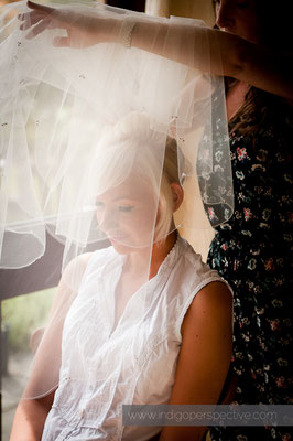 2-weirmarsh-farm-wedding-north-devon-bridal-preparation-veil