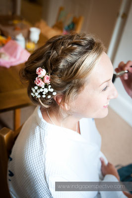 12-woolacombe-barricane-beach-wedding-north-devon-bride-hair
