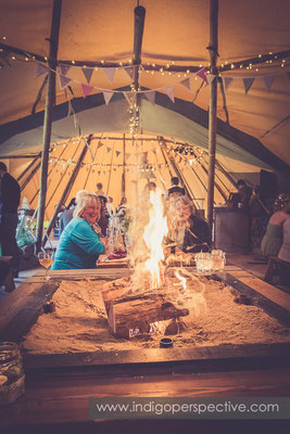 72-tipi-wedding-photography-north-devon-fire