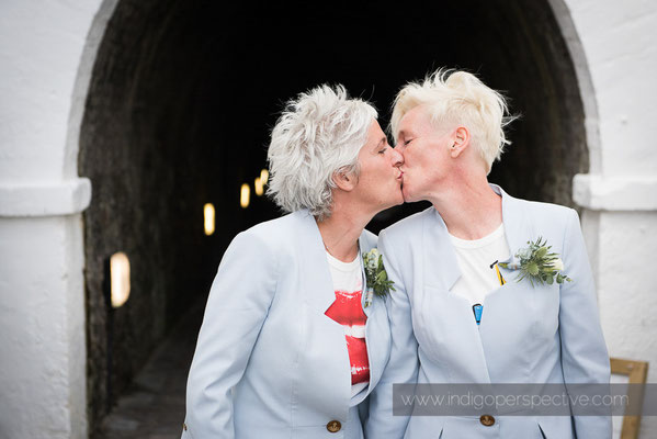 16-tunnels-beaches-same-sex-wedding-photography-north-devon-kiss