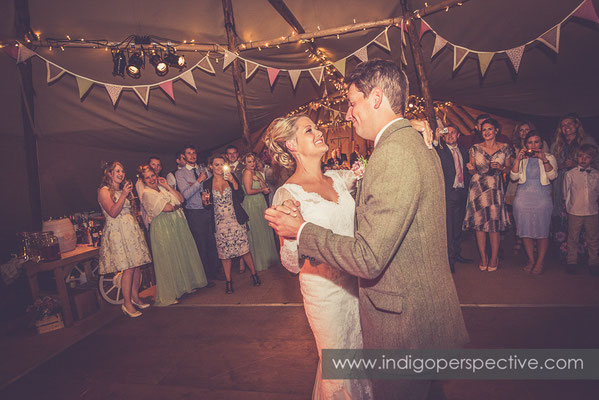 78-tipi-wedding-photography-north-devon-first-dance-2