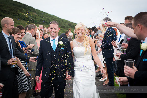 56-ocean-kave-wedding-photography-north-devon-bride-groom-confetti