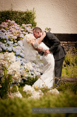 27-weirmarsh-farm-wedding-north-devon-bride-groom-kiss-dip