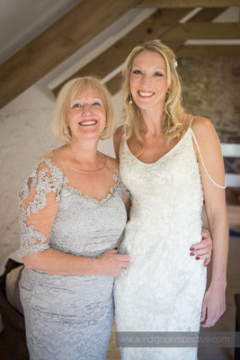 11-westcott-barton-wedding-photography-north-devon-bride-mum