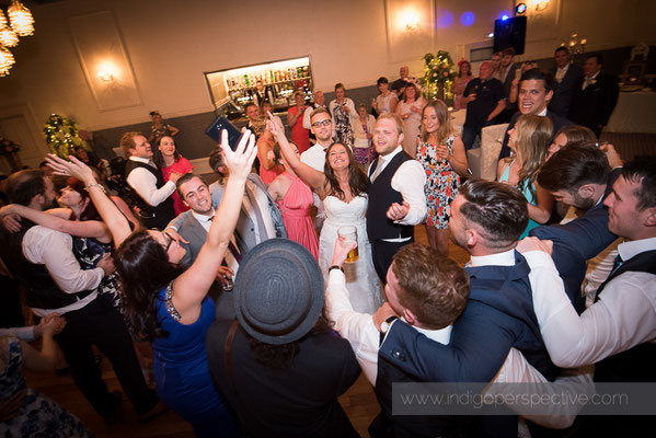 81-woolacombe-bay-hotel-wedding-photography-north-devon-evening-party