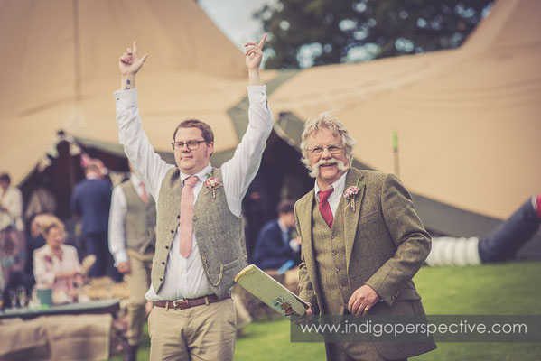 49-tipi-wedding-photography-north-devon-groomsmen-playing-cricket