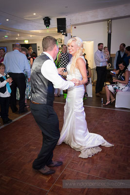 131-ocean-kave-wedding-photography-north-devon-first-dance-3