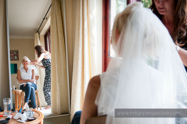 3-weirmarsh-farm-wedding-north-devon-bridal-preparation-mirror-hair