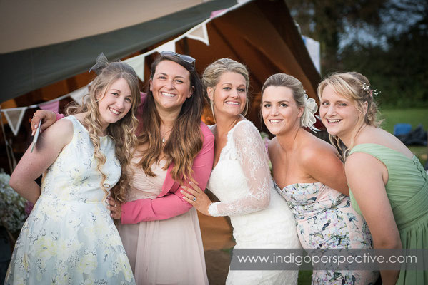77-tipi-wedding-photography-north-devon-bride-friends