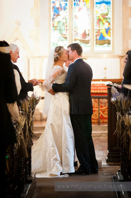 14-woolacombe-barricane-beach-wedding-north-devon-mortehoe-church-bride-groom-kiss