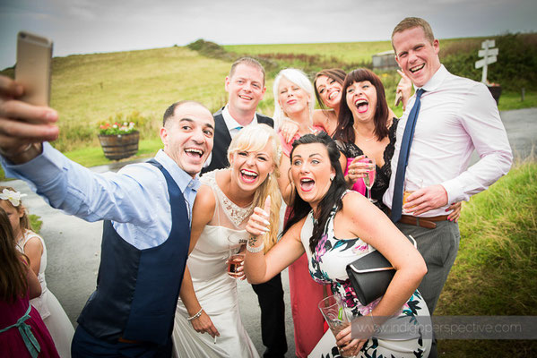 122-ocean-kave-wedding-photography-north-devon-bride-selfie-group-friends