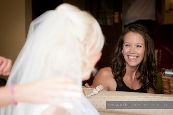 4-weirmarsh-farm-wedding-north-devon-bridesmaid-preparation