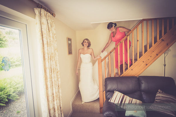 13-woolhanger-manor-wedding-photography-north-devon-bride-staircase
