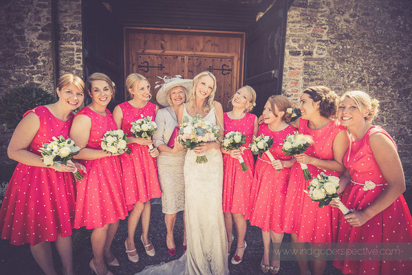 14-westcott-barton-wedding-photography-north-devon-bride-bridesmaids-relaxed-fun-smiling