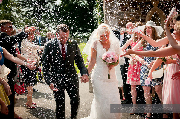 24-weirmarsh-farm-wedding-north-devon-bride-groom-confetti