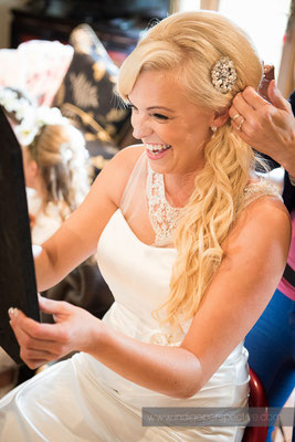 23-ocean-kave-wedding-photography-north-devon-hair-smiles-mirror