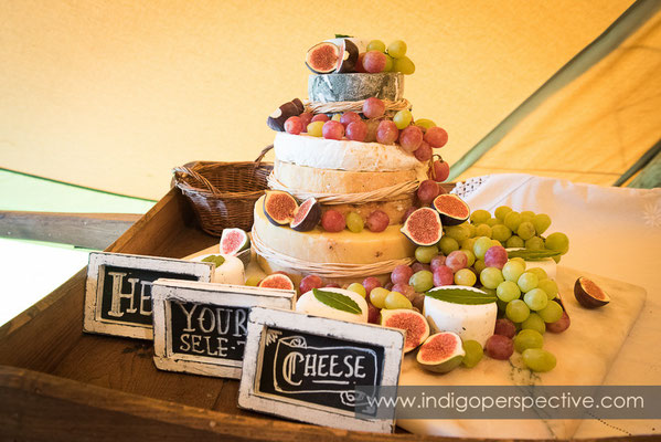 35-tipi-wedding-photography-north-devon-cheeseboard