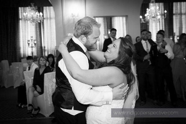 80-woolacombe-bay-hotel-wedding-photography-north-devon-first-dance-2