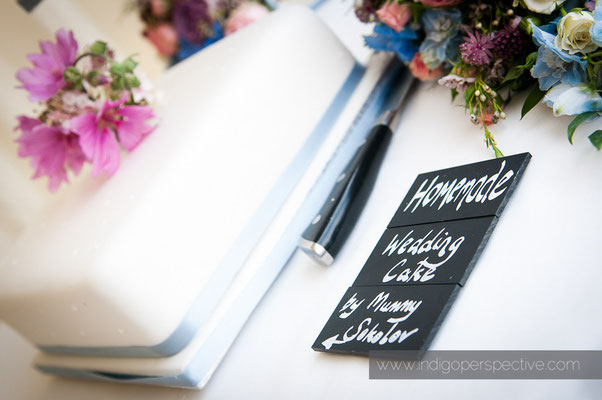 52-woolacombe-barricane-beach-wedding-north-devon-homemade-wedding-cake