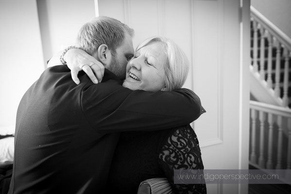 18-woolacombe-bay-hotel-wedding-photography-north-devon-mum-hug