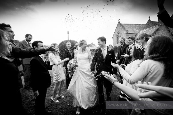 18-woolacombe-barricane-beach-wedding-north-devon-bride-groom-confetti