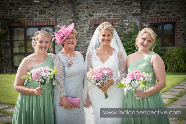 13-tipi-wedding-photography-north-devon-bride-mum-bridesmiads-sunshine-flowers