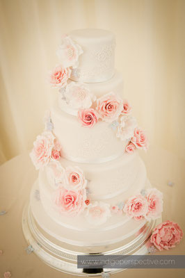33-weirmarsh-farm-wedding-north-devon-4-tier-white-wedding-cake