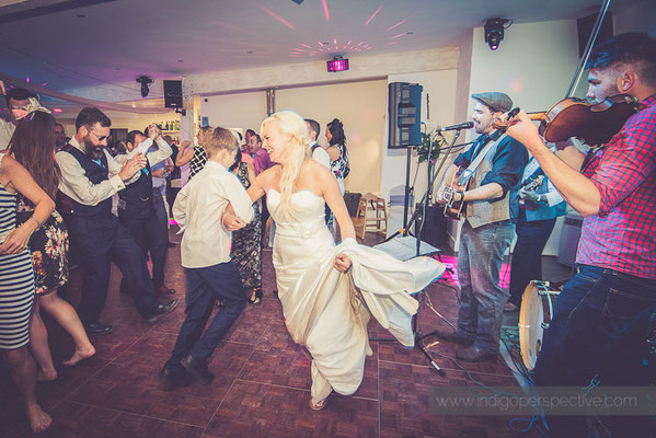 132-ocean-kave-wedding-photography-north-devon-evening-party-bride-dancing