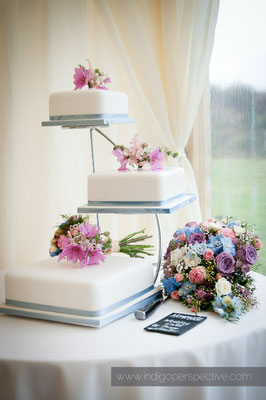 46-woolacombe-barricane-beach-wedding-north-devon-3-tier-white-cake-flowers