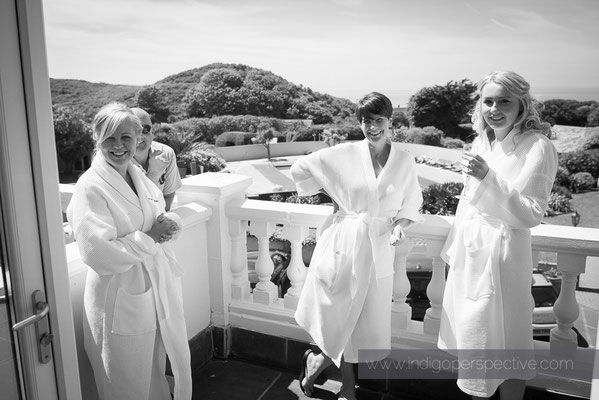 4-woolacombe-bay-hotel-wedding-photography-north-devon-bridesmaids-balcony