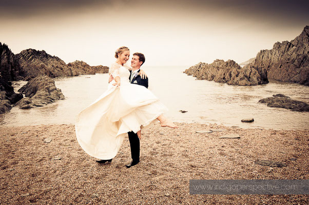 24-woolacombe-barricane-beach-wedding-north-devon-bride-groom-dance-beach-lift2