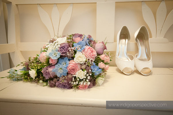 3-woolacombe-barricane-beach-wedding-north-devon-shoes-flowers