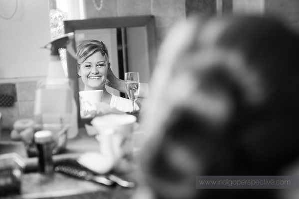 9-woolhanger-manor-wedding-photography-north-devon-bridesmaid-mirror-smile-hair