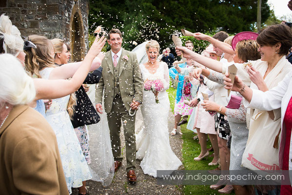 27-tipi-wedding-photography-north-devon-confetti-bride-groom