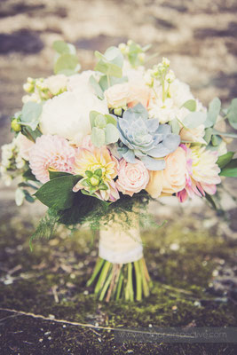 3-westcott-barton-wedding-photography-north-devon-flowes