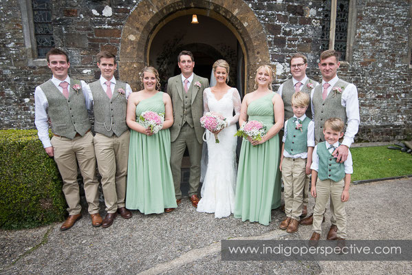 26-tipi-wedding-photography-north-devon-party-group-photo
