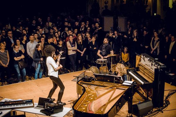 Nemanja Radulovic - violin , Laure Favre-Kahn - piano, Andreas Brandis - percussion / Yellow Lounge Konzerthaus am Gendarmenmarkt 2015 / Credit: Stefan Höderath