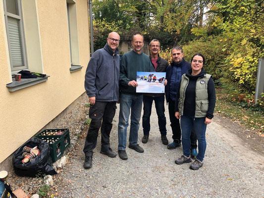 Ein Team der Deutschen Bank Jena unterstützte den Verein beim Arbeitseinsatz und übergab zudem eine Spende i.H.v. 1.000 €.