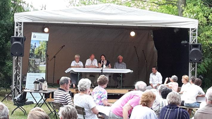 Der Vorstand des Vereins stellt die Geschichte des Friedhofes sowie Carl Zeiss als Bürger...